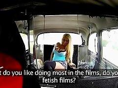 Pornstar Brookyln fucks her taxi driver