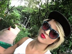 Stunning tgirl Melzinha Bonekinha blows