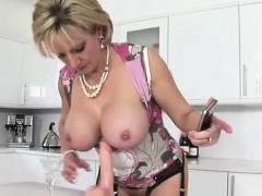 Lady Sonia uses dildo