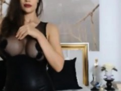 Hot sexy babe showing her big boobs and sexy ass on webcam