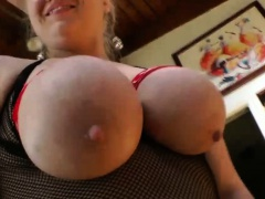 Butt plugged hoe gets tits bound