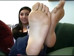 Girl shows feet on cam
