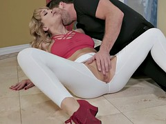 milf cherie deville gets pussy licked through ripped leggings
