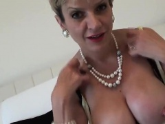 Unfaithful uk mature lady sonia displays her gigantic tits
