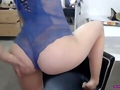 Amazing chcik with ideal and sporty shape is dance and masturbating on live webcam