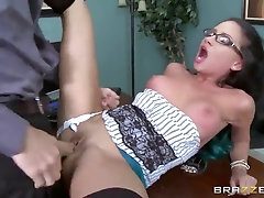 Brazzers - Super Hot Assistant Raven Bay gets torn up