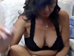 wet cougar woman camshow cumming