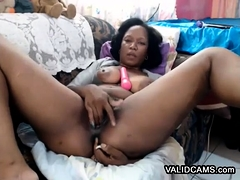 Solo ebony exploring her pussy